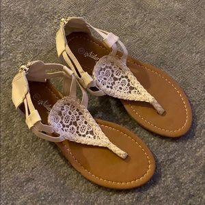 Naturalistic women sandals